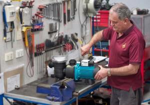 Thợ sửa máy bơm nước ở quận 1