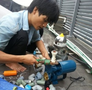 Thợ sửa máy bơm nước ở quận 9