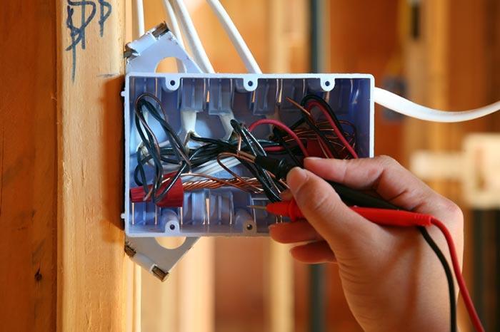 Thợ sửa chập điện